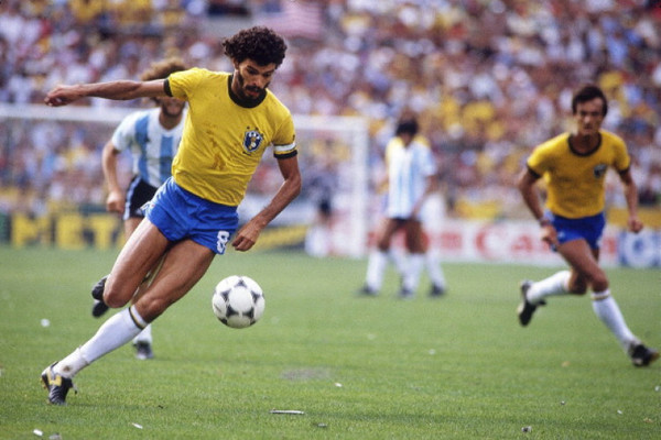 bc97ddf3c7df63 The Brazilian icon and the bizarre, long-running myth of his failed football  career in Ireland