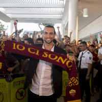 PSG playmaker Pastore lands in Italy to finalise €20 million Roma move