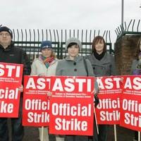Teachers warn of strike ballots if allowances are cut