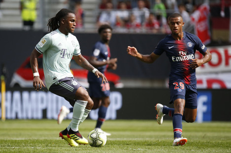 PSG's Antoine Bernede and FC Bayern Munich's Renato Sanches (L) vying for the ball.