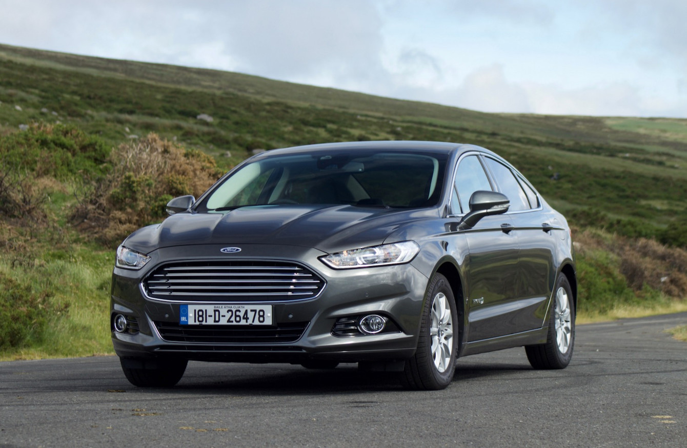 review the ford mondeo hybrid drives smoothly but does. Black Bedroom Furniture Sets. Home Design Ideas