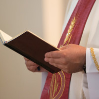 Woman with knife robs priest (86) in parochial house