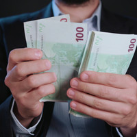 Poll: Would you return the money if you were overpaid?