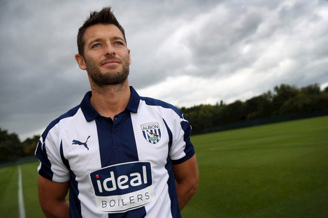 Wes Hoolahan signs a short-term deal with West Brom.