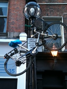 GALLERY: Mean lamppost-related bike prank of the day