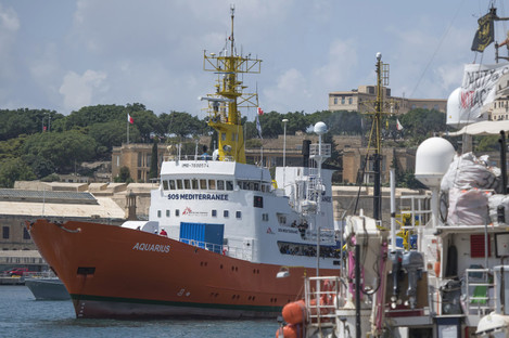 The Aquarius rescue ship enters the harbor of Senglea, Malta (File photo)