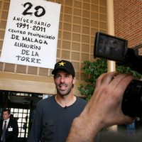 In the clink: Ruud van Nistelrooy goes to prison
