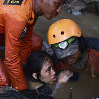 Indonesian earthquake and tsunami death toll grows as authorities prepare for 1,300 victims