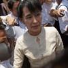 Aung San Suu Kyi boycotts Burma's parliament over oath