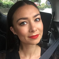 What's in my makeup bag? Elizabeth Rita