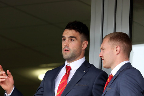 Murray and Keith Earls watching Munster's win over Gloucester last weekend.