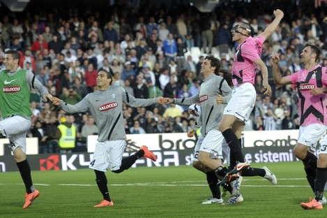 Juve players celebrate their win over Cesena.