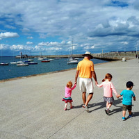 People on the Pier: Dún Laoghaire landmark remembered in new book