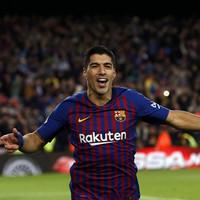 Luis Suarez scores hat-trick as Barcelona humiliate Real Madrid in electric El Clasico