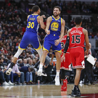 Thompson overhauls Curry's record with 14 3-pointers as Warriors blow away Bulls