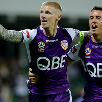 Andy Keogh scores again to help Perth Glory to the top of the A-League