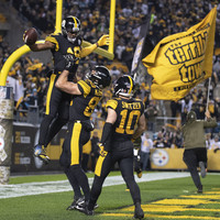 Roethlisberger throws 75-yard TD with his first pass as Steelers wallop Panthers