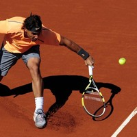 Nadal nudges closer to Djokovic