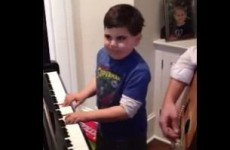 VIDEO: 6-year-old kid plays Piano Man by Billy Joel (and he's good)