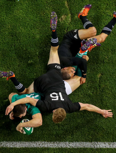 The story behind this iconic photo of Jacob Stockdale's match-winning try