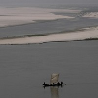 Indian ferry capsizes leaving 35 dead, 165 missing
