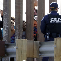 US in dramatic border shutdown after hundreds of migrants try to cross over from Mexico