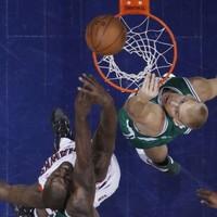 Philadelphia pull level, Lakers take control