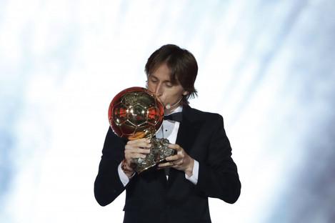 Modric with the 2018 Ballon d'Or award.