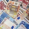 1,065 top bankers earn basic salary over €100K