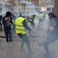 Over 700 arrested in early morning clashes at Paris 'yellow vest' protests