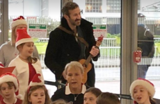 Chris O'Dowd gave an impromptu ukulele performance with schoolkids in Dublin Airport today