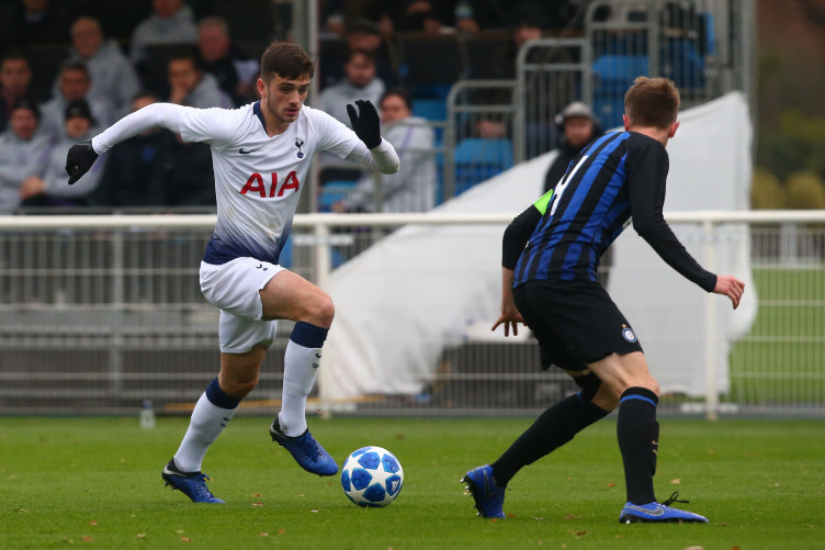 Parrott up against Inter Milan's Irish defender Ryan Nolan in the Uefa Youth League.