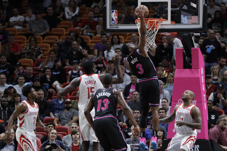 Miami Heat guard Dwyane Wade scores against the Houston Rockets.