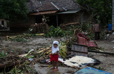 Death toll now over 400 after Indonesian tsunami as clean water and medicine supplies dwindle