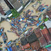 Torrential rain hampers efforts of Indonesian rescuers to reach isolated communities