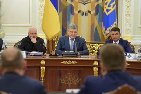 Ukrainian President Petro Poroshenko, centre,i n Kiev, Ukraine, today.