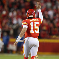 Mahomes throws 50th TD of the season as Chiefs clinch AFC top seed