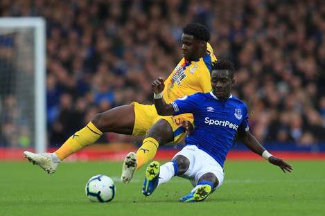 Idrissa Gueye battles for the ball with Crystal Palace's Jeffrey Schlupp.