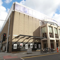 Abbey and theatre makers to meet as 100 more sign letter of 'concern and dissatisfaction'