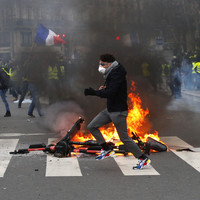 Thousands march in Paris 'yellow vest' protest to rally against alleged police violence