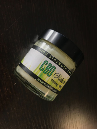 I tried rubbing CBD oil on my feet like a celeb to see if it helped me last the day in heels
