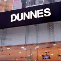 Woman who alleges being accused of stealing €1 shopping bag from Dunnes Stores settles defamation case