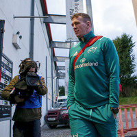 Bang on the knee makes Farrell a concern for Ireland after Munster win
