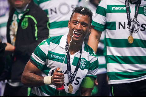 Nani celebrates winning the League Cup with Sporting last month.