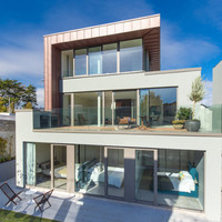 Floor-to-ceiling windows and harbour views in the heart of Kinsale from €920k