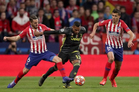 Juventus' Alex Sandro in possession against Atletico.