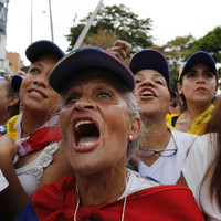 Crowds gather as Juan Guaidó returns to Venezuela