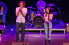 Courteney Cox's daughter performed Chasing Cars with Gary Lightbody, and Insta is impressed
