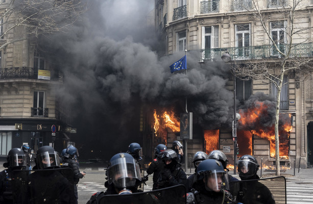 Paris police chief fired following yellow vest riots on Champs-Elysées