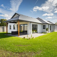Stylish bungalow minutes from Wexford town designed for dinner parties